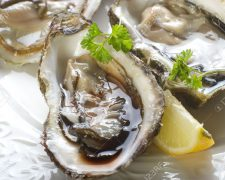 10408731-fresh-french-oyster-Stock-Photo (123rf)